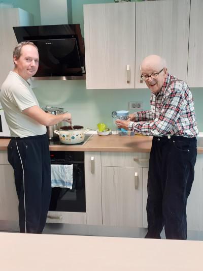 Tudi moški radi primemo za kuhalnice